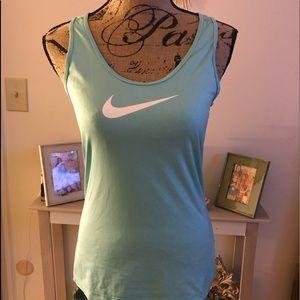 Woman's Nike top
